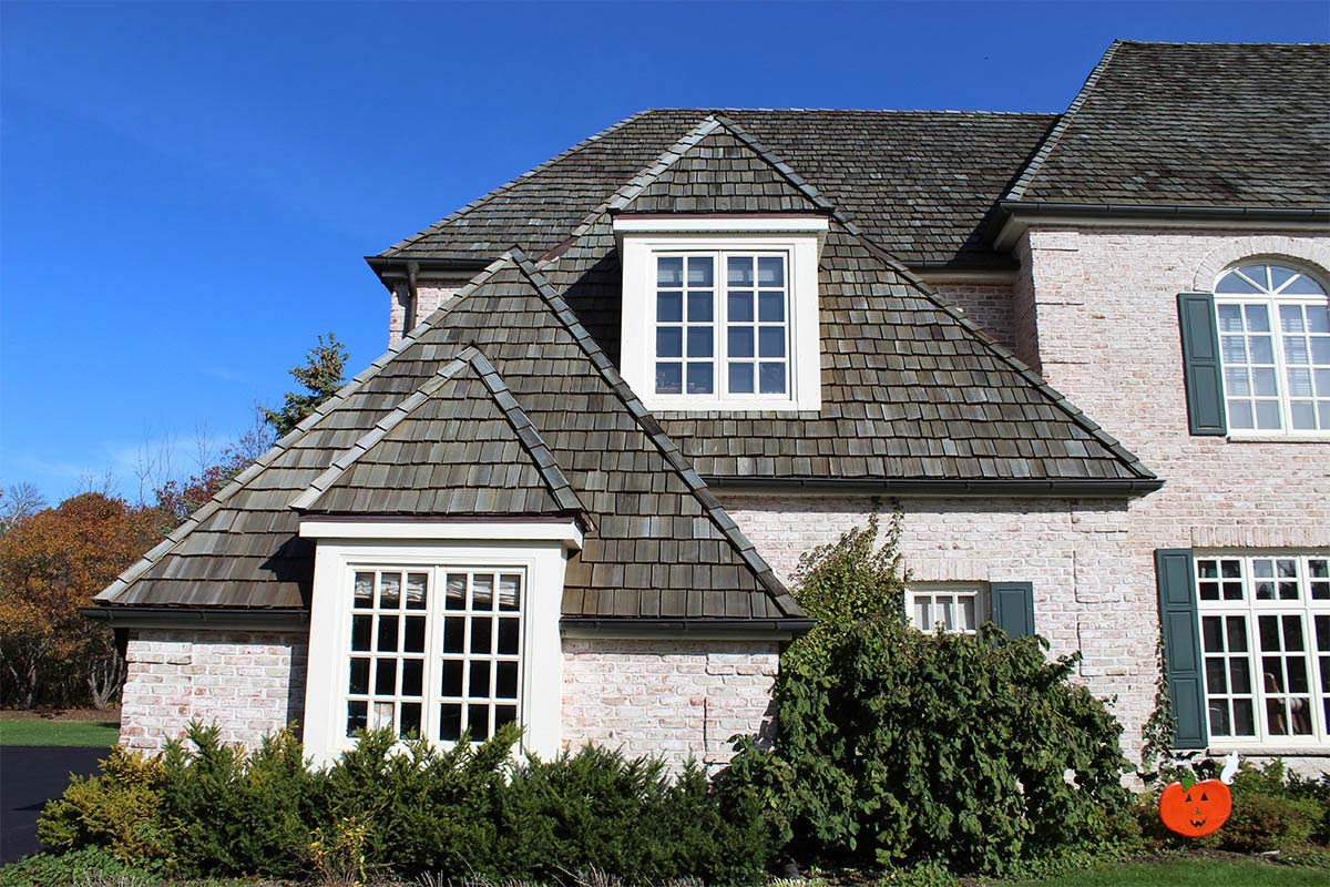 Striking Manor Roof Mequon Bci Exteriors