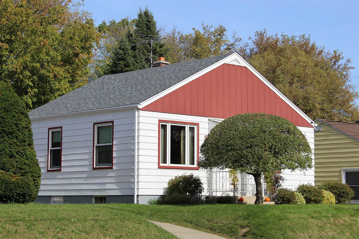 Small Estate Grey Roof Milwaukee Bci Exteriors
