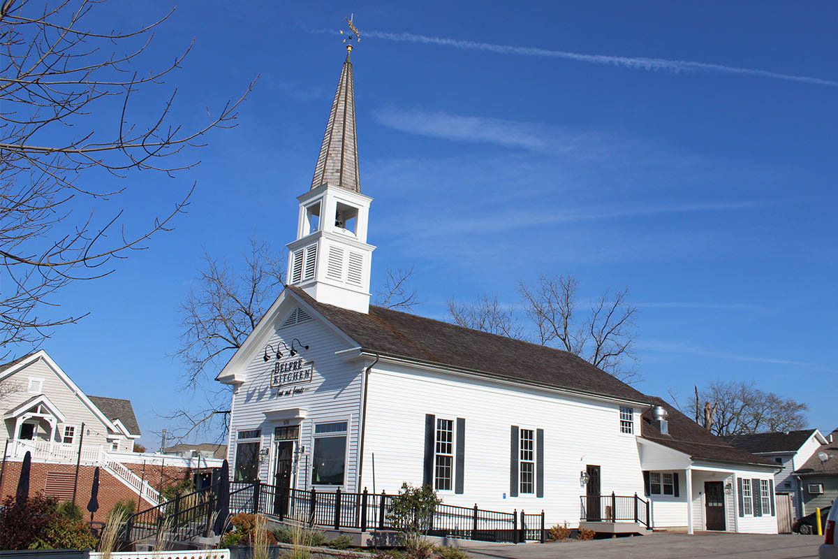 Belfre Kitchen Cedar Roof